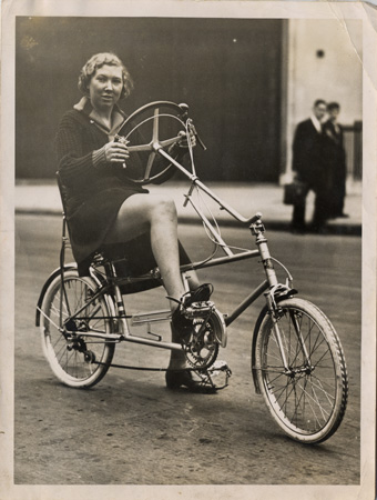 evelyn-Hamilton-on-velostable-28_10_1935.jpg