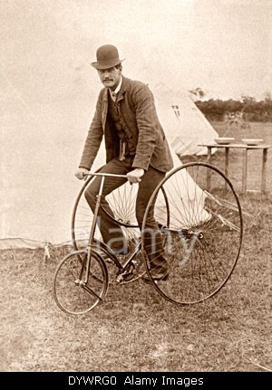 a-humber-cripper-tricycle-ridden-by-british-professional-racing-cyclist-dywrg0.jpg