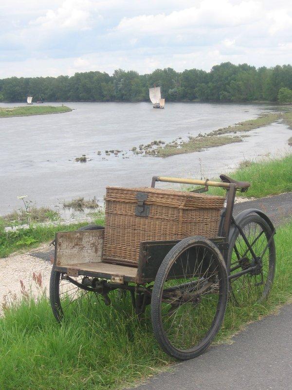 Baladounette à Sandillon (commune du loiret) sur des vélos anciens et mangeoiement de charcuterie maison et friture du Loiret, miam miam miam  File