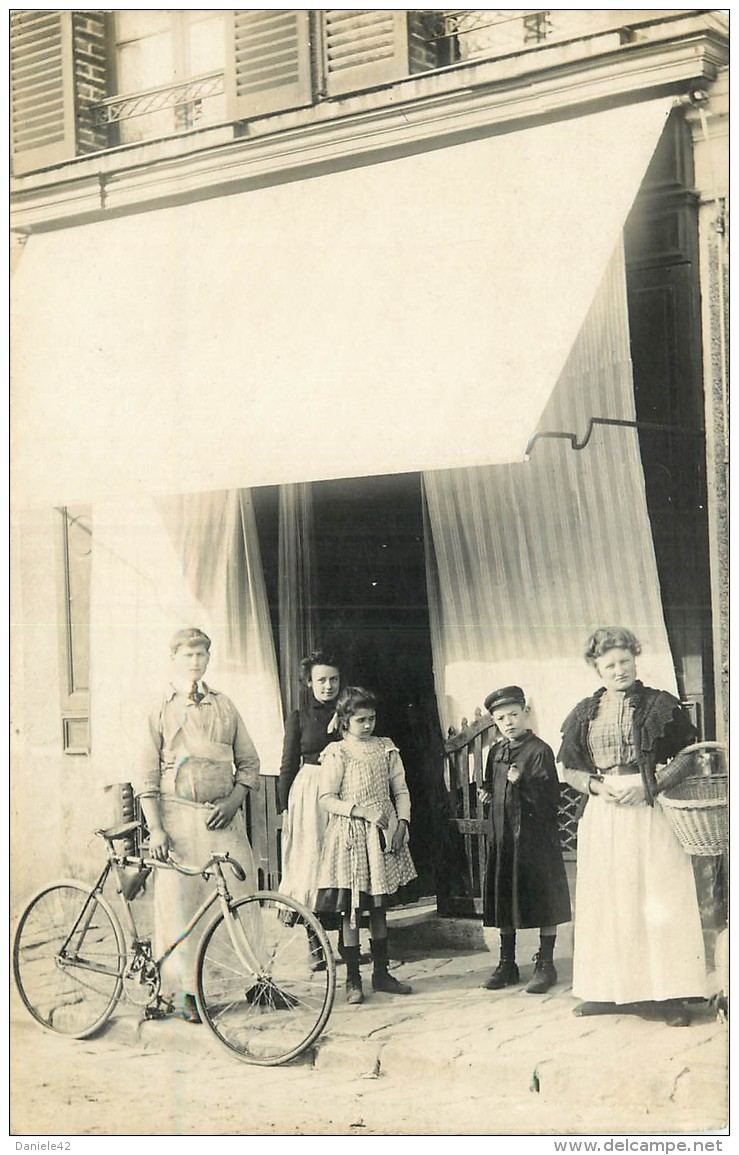 436_001_carte-photo-devant-un-commerce-boucher-velo.jpg