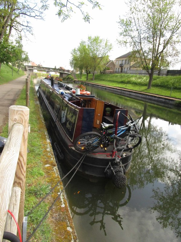 narrow boat.jpg